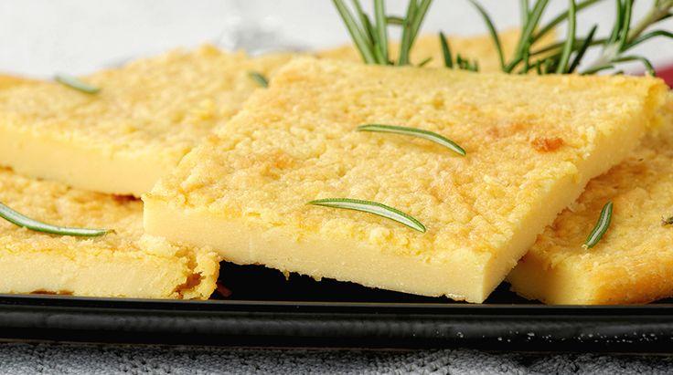 La Ricetta per la Cecina. Scopri come realizzare questa gustosa torta a base di farina di ceci, tipica toscana. Ottima da sola o come accompagnamento