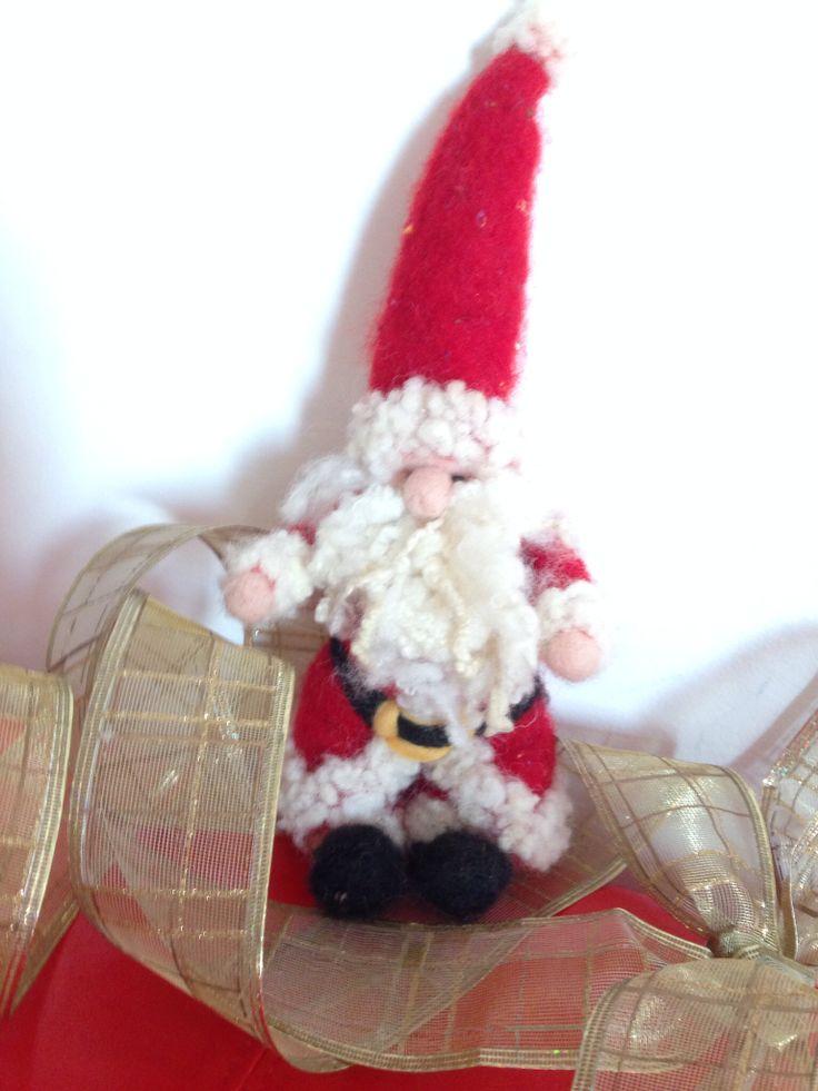Un caldo e simpatico Babbo Natale in lana cardata!