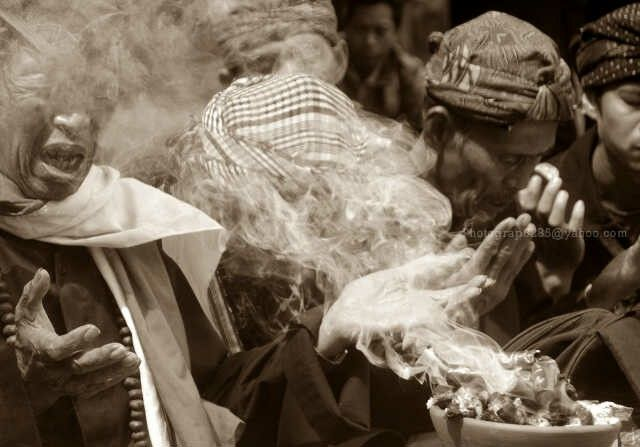 Berdoa bersama di rebo wekasan