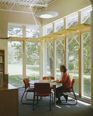 O escritório americano Barba + Wheelock and Winter & Company perceberam que ao projetar uma escola sustentável, esta possui certas particula...
