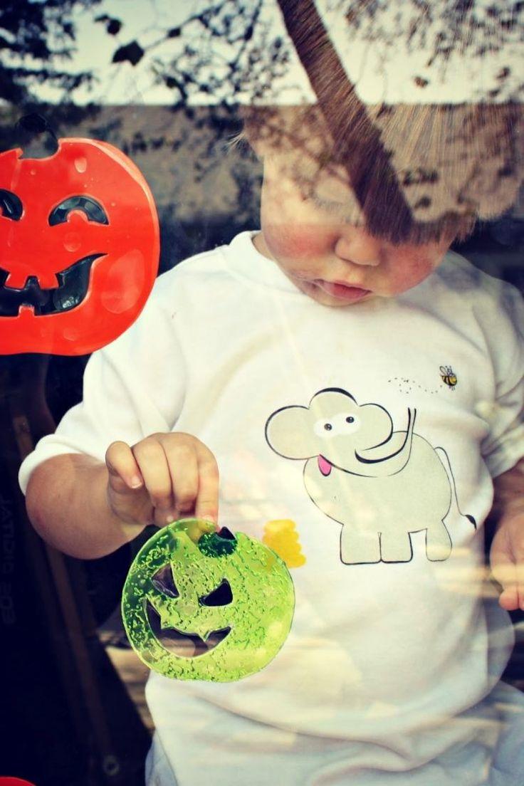 Sticker mit Kindern basteln - mit Fenstermalfarbe