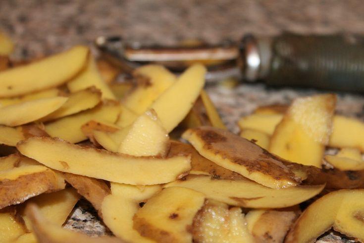 Bramborové slupky nikdy nevyhazujte: Jsou zdravější než celé brambory!