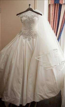 Pnina Tornai 4019: buy this dress for a fraction of the salon price on PreOwnedWeddingDresses.com