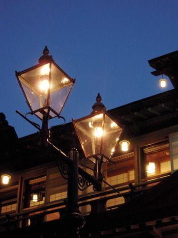 銀山温泉といえば、この本物のガス灯!!画になりますね。