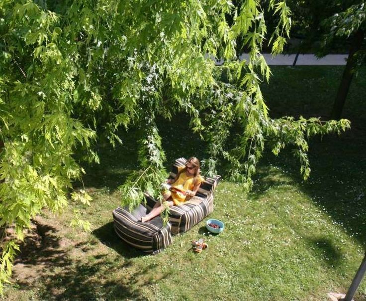 Outdoor pouf ottoman, DeaVita.Fr. http://www.kenisahome.com/blog
