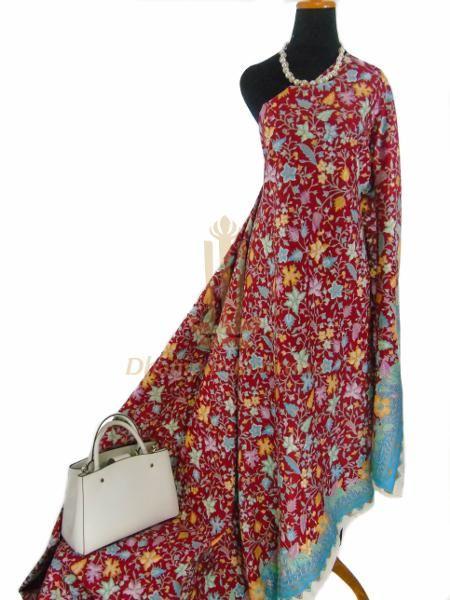 IDR. 200k | Kain Batik Cap | Motif: Kembang | Ukuran kain: 2,40m X 1,15m | Kode: 243 | Note: Item dijual tidak termasuk tas dan kalung yang terlampir di foto. #batik #dhamparkencono #solo #indonesia #boutique #batikcap