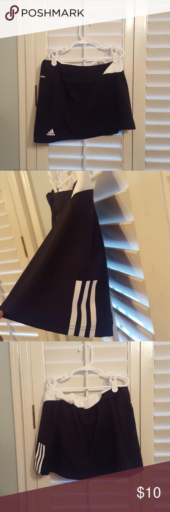 Adidas tennis skort Never worn, cute and flattering length adidas Shorts Skorts
