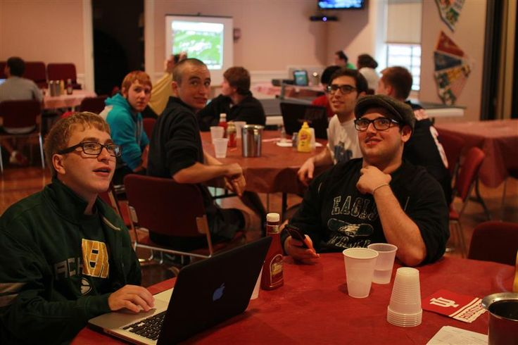 The Hillel Center dining room has been converted into the first and only kosher sports bar on campus | Campus | Indiana Daily Student | #IU #IDS