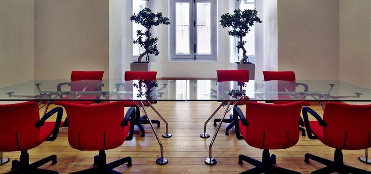 Nomos Meeting Table