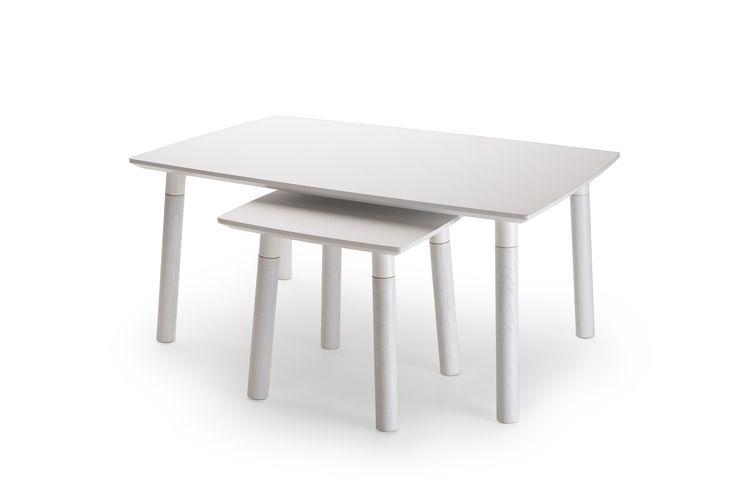 Junet – Kaunismuotoinen lehdenomaisen kevyesti kaartuva sohvapöytä toimii yksikseen tai ison ja pienen pöydän yhdistelmänä. Saatavilla eri väreissä. #habitare2014 #design #sisustus #messut #helsinki #messukeskus
