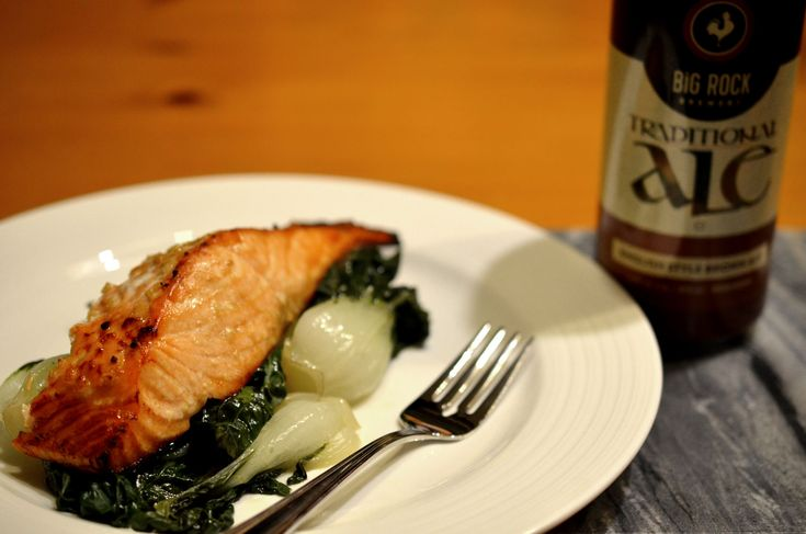 [ Beer Marinated Salmon Recipe ] A twist on a soy glazed salmon, this dish will help to keep the salmon moist and flavourful. Great for a weeknight meal! #salmon #weeknight #cookingwithbeer