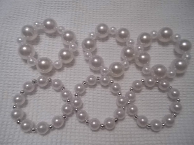 diy napkin holders, easy to do and a good accent for pearl themed wedding