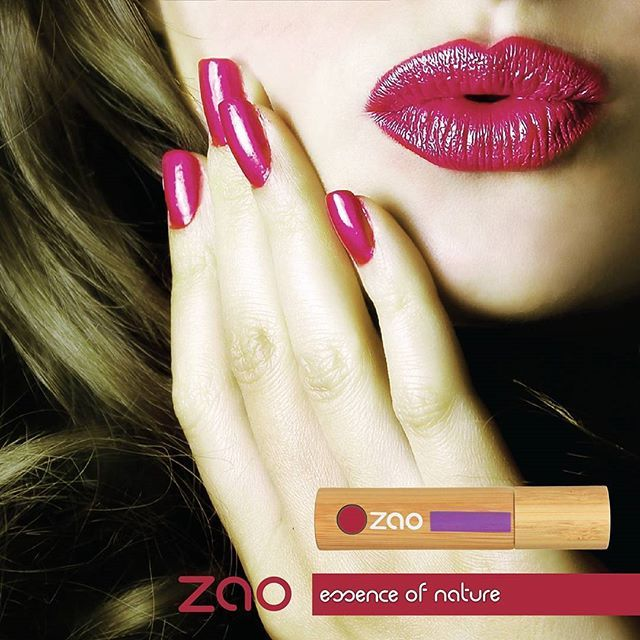 Zao Organic Makeup 'ın Lip Polish ürünü ile dudaklarınız artık daha parlak. 💋💄 Hassas olan dudaklarınızı koruyun! Detaylı bilgi için www.zaoorganicshop.com adresine uğrayarabilir veya mesaj atarak iletişime geçebilirsiniz :) Photo~ @zaocanada