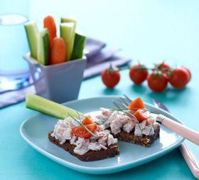 Skinkesalat på rugbrød Frokost med lækkert pålæg fra Familie Journals Slankeklub...--