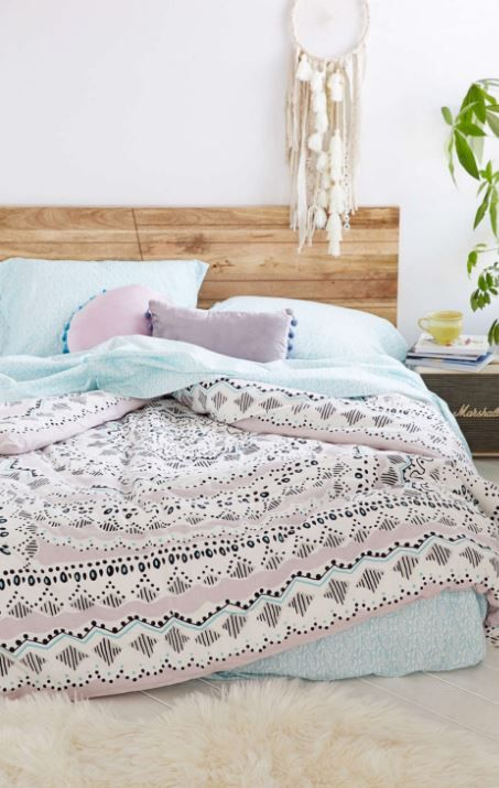 Plum & Bow Mia Medallion Comforter Snooze Set at Urban Outfitters - Trendslove