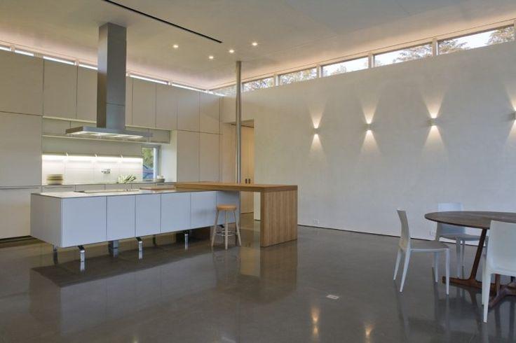 appliqus murales,spots LED encastrés au plafond et ruban LED sous les armoires de cuisine
