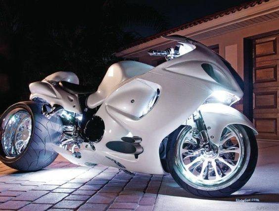Suzuki Hayabusa customizada toda branca linda não concorda? #suzuki #hayabusa #tunning: