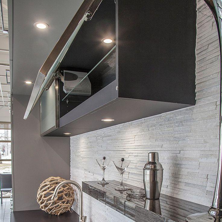 caissons avec porte vitr en acier inox avec lumi re encastr et m canisme aventos tablette. Black Bedroom Furniture Sets. Home Design Ideas