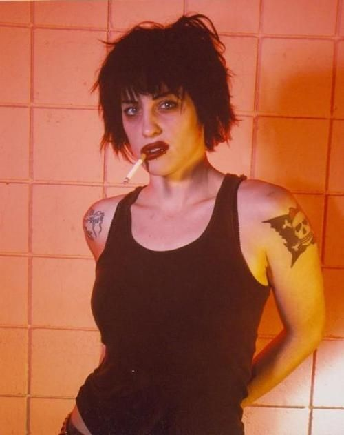 The Distillers / Spinnerette - Brody Dalle - Smokin'