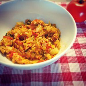 Deze bereiding is geïnspireerd op een gerecht uit het kookboek van Pascaele Naessens. Ik vind tonijn en tomaten lekker met kappertjes, dus ik heb er wat gehakte kappertjes aan toegevoegd. Het gerec…