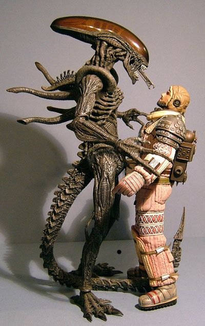 Aliens Kane and Dallas action figures - Another Pop Culture Collectible Review by Michael Crawford, Captain Toy