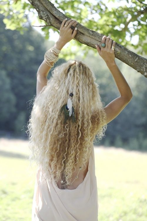 I love the curly texture, mottled coloring, and pretty much everything about this hair.  Just beautiful!