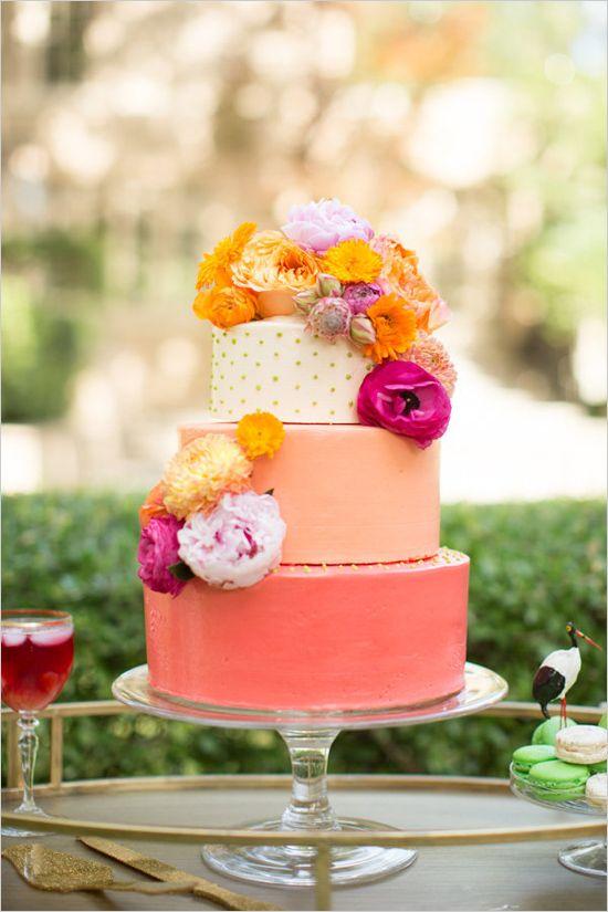coral cake ideas | ombre wedding cake | floral cake topper | colorful wedding | #weddingchicks