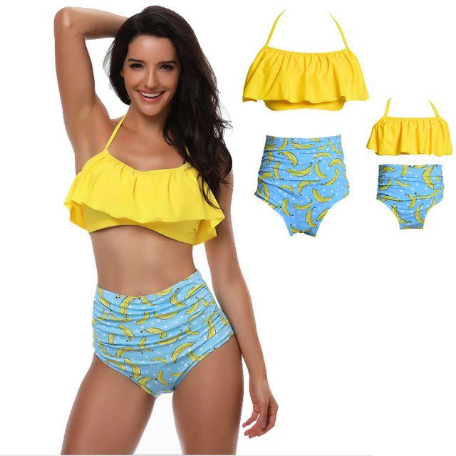 497749ef34 Maillot de bain assortis mère fille jaune et bleu bananes | Maillot ...