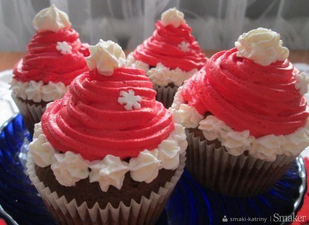 Kakaowo-waniliowe muffinki czapki Mikołaja.