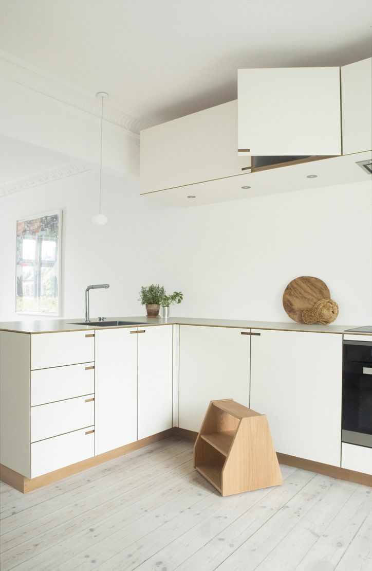 In order to attain a singular architectural form in the kitchen, the overhead and lower cabinets have the same depth. This optimizes the sense of space for food preparation on and around the kitchen counter.   #scandinavian #bespoke #kitchen #danish #minimalism