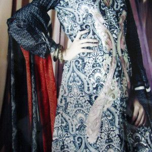 Tradition Designer Suit with three Bunches