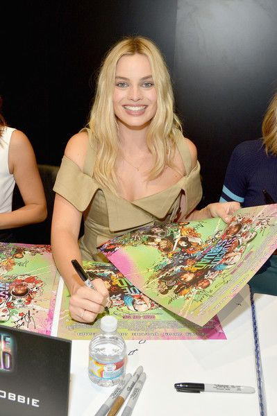 Margot Robbie Photos - Actress Margot Robbie from the cast of Suicide Squad film participates in an autograph session for fans in DC's 2016 Comic-Con booth at San Diego Convention Center on July 23, 2016 in San Diego, California. - 'Suicide Squad' Cast Signing at San Diego Comic-Con 2016