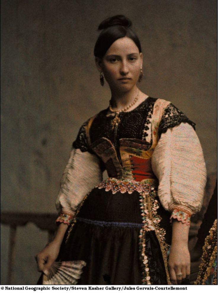 costume from Malaga, Spain in 1924  :.