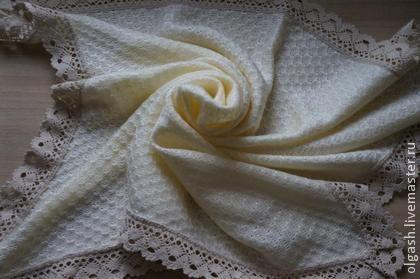 Плед ` Винтаж`. Детский плед в стиле 'винтаж' , цвета топленого молока, легкий, нежный , мягкий, отделан хлопковым кружевом .