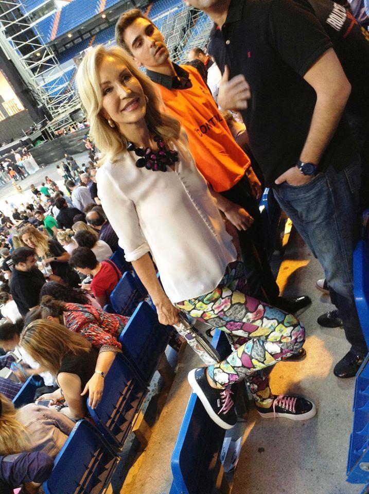 Carmen Lomana se puso unas BriXBol de napa negra para el concierto de los Rolling Stones en el Santiago Bernabéu de Madrid en Julio de 2014 en la única cita que tuvieron en España. Iba guapa y a la vez cómoda, ¿te atreves?. Puedes adquirirlas en Zapatería Calzaditos (C/ Salas 16 de Burgos) o desde www.calzaditos.com con envío gratis.