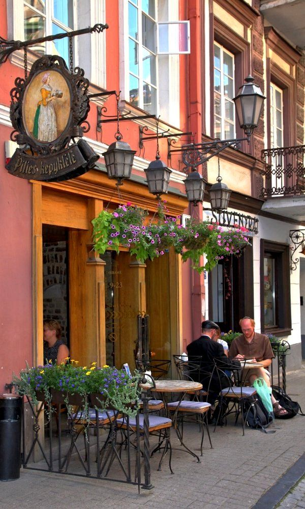 (top 5 coffee shops?) Pilies Kepyklele - Vilnius, Lithuania   by Detlef Menzel