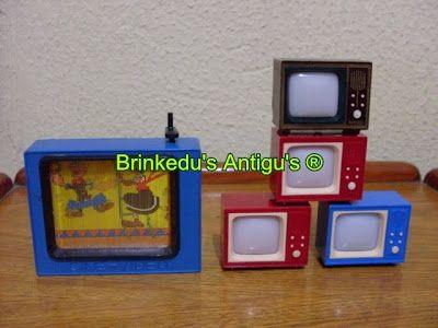 Essas mini tvs tinham um botãozinho embaixo que a gente apertava e as imagens iam mudando.