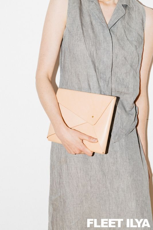 FLEET ILYA BEIGE CLUTCH