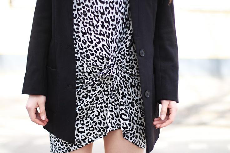 www.therez.se - #details #sowleopard #snowleo #dress #blackwhite