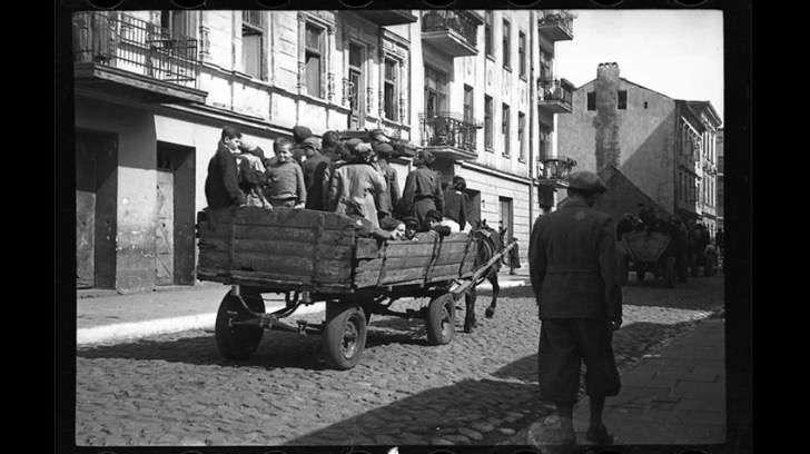 Las increíbles e históricas fotos de un judío que vivió en un gueto durante el Holocausto