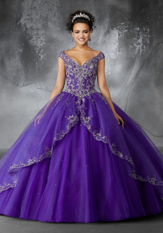cde78b6fe67 Embroidery and Beading on a Tulle Quinceañera Ball Gown in 2018 ...