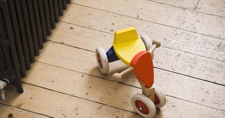 Projetos de brinquedos de madeira. Nada representa melhor as férias do que um conjunto de trem de brinquedo. Mas em vez de correr em volta da árvore, esse trem de puxar de madeira feito à mão é um tesouro de lembrança. Crianças pequenas podem não estar prontas para brinquedos eletrônicos, mas brinquedos de madeira feitos pelo avô, ou por qualquer pessoa que tenha as ferramentas ...