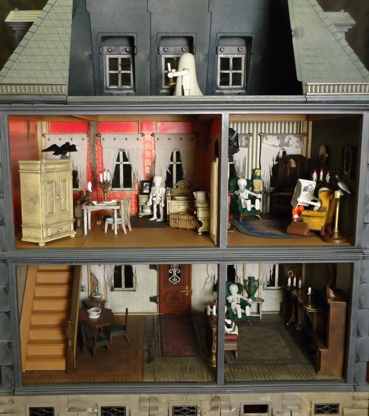 This person customized a Playmobil doll house to create a haunted mansion!