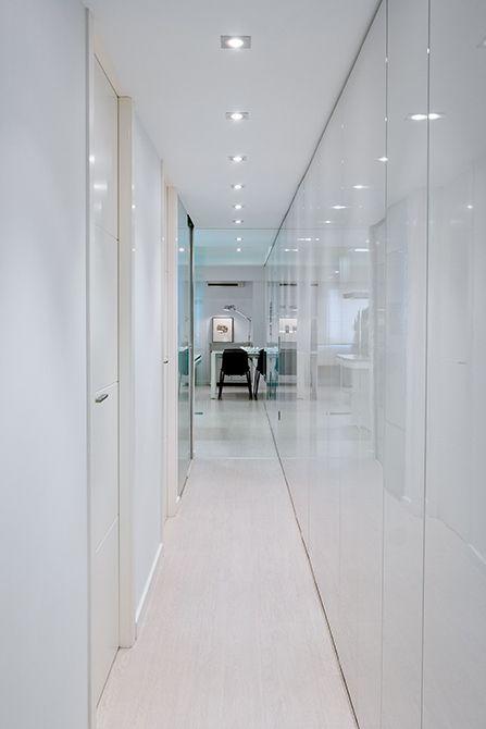 Chiralt Arquitectos I Pasillo en vivienda moderna