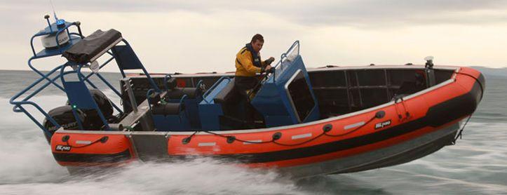 Barco utilitario fueraborda / de aluminio / embarcación neumática / con consola central - SRA-750 D-Shape - Zodiac Milpro International