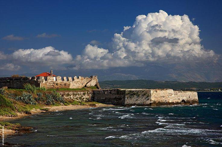 Κάστρο Παντοκράτορα, Πρέβεζα: Το έχτισε ο Αλή Πασάς το 1807 και ήταν γνωστό ως Ουτζ Καλέ ώσπου οι κάτοικοι του έδωσαν το όνομα της εκκλησίας που βρισκόταν εκεί πριν κατασκευαστεί το κάστρο. Φύλακας το