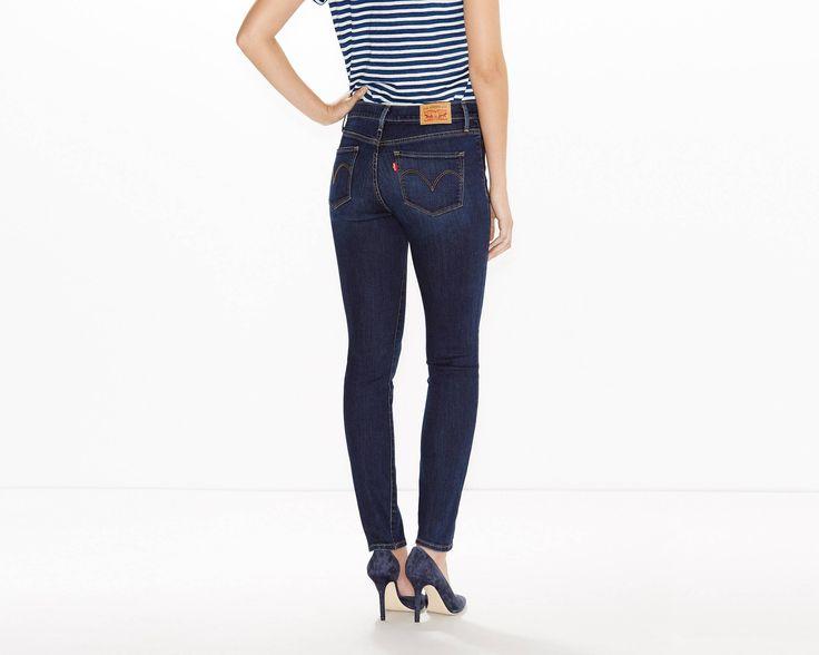 Je beste figuur ooit. Onze figuurverbeterende jeans met innovatieve slankmakende technologie volgt je vormen op precies de juiste plaatsen. Ontworpen om je lichaam te stroomlijnen en te accentueren. Hij maakt je buik platter, lift je zitvlak en laat je benen er langer uitzien. De 314 Shaping Straight Jeans combineert deze voordelen voor je figuur met authentieke Levi's® stijl. De klassieke rechte pijp is een must-have in elke denimcollectie. •Rits met knoopsluiting •Klassieke five-pockets...