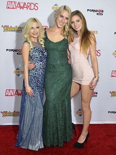 Cadence Lux Sydney Cole And Piper Perri 2016 Avn