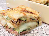 I fagottini di zucchine con prosciutto e scamorza sono dei bocconcini deliziosi che vanno letteralmente a ruba, ottimi sia fritti che al forno!