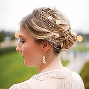 Купить или заказать Персиковый веночек. Свадебное украшение для волос с цветами, жемчугом в интернет-магазине на Ярмарке Мастеров. Персиковый веночек. Свадебное украшение для волос с цветами, жемчугом и кристаллами. Цвета на первом фото №1103 и 1302. Состоит из 3 сплетенных веточек. Диадема смотрится очень благородно. Сверкает как при солнечном свете, так и при искусственном освещении. По вашему желанию, веночек может быть выполнен в любой цветовой гамме. Образцы цветов Вы можете увидеть на…